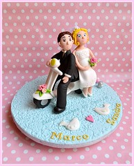 Cake topper : Bride and Groom on the Vespa (Fantasticakes (Ccile)) Tags: vespa caketopper brideandgroom