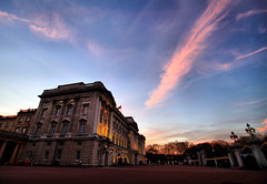 Buckingham Palace Sunset (` Toshio ') Tags: greatbritain pink wedding sunset england sun building london architecture europe unitedkingdom perspective royal palace buckinghampalace buckingham royalty europeanunion princewilliam queenelizabeth royalwedding toshio katemiddleton williamandkate