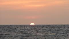 Medio Sol (Gibraine) Tags: sol mexico puerto jalisco vallarta puertovallarta atardeceres vacaciones mares
