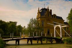 Kasteel Nienoord (alexknip) Tags: bridge castle netherlands nederland brug groningen leek gracht kasteel borgnienoord nienoord landhuis ophaalbrug kasteelnienoord castlenienoord