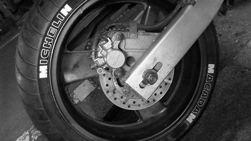 HORNET250 リアタイヤ交換 DIYで手組み2011-04-30