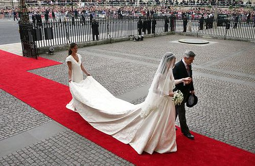 Royal Wedding Kate Middleton Mcqueen dress train