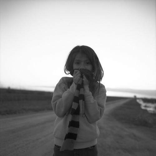 [フリー画像] 人物, 子供, 少女・女の子, モノクロ写真, 201105080700