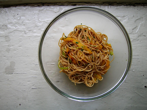 pasta with shallots and peppers