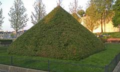 Une Pyramide au Square Mariette / A Pyramid at Marietta Square