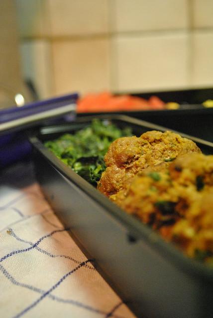 Bento #1 : Keftas, épinards et clafoutis à la rhubarbe (PL)