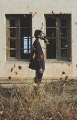 Llueven hojas que huelen a recuerdos traumticos (Mishifuelgato) Tags: hojas recuerdos traumticos otoo nikon d90 50mm 18 preventorio aigues busot alicante simetria ventanas atardecer conceptual