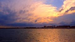 (toni jara) Tags: airelibre cielo nube costa orilladelmar paisaje seascape puestadesol playa agua ocano lago pinedo valencia
