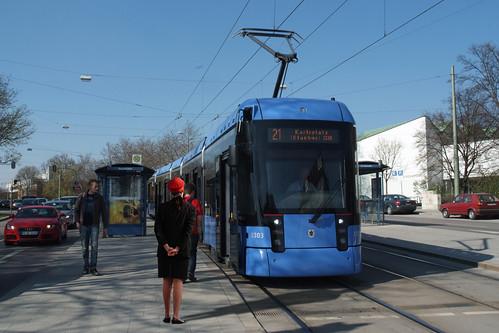 Probebetrieb: Wagen 2303 ist noch ohne PZB-Ausrüstung auf der Linie 21 unterwegs