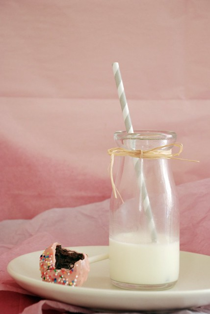 Cake pop with milk