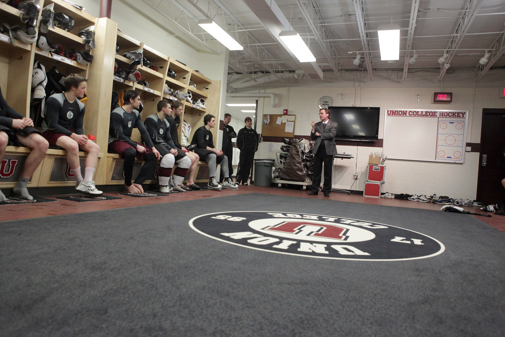 President Ainlay gives pep talk to hockey team before NCAA games