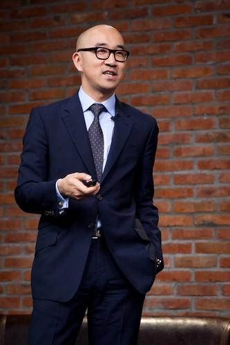 Дэвид Канг региональный вице-президент по on-line деятельности Estee Lauder