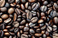 Kaffebohnen (Michaela Damm) Tags: brown coffee beans nikon kaffee bean braun kaffeebohnen bohnen glnzend glanz d90 kaffeebohne