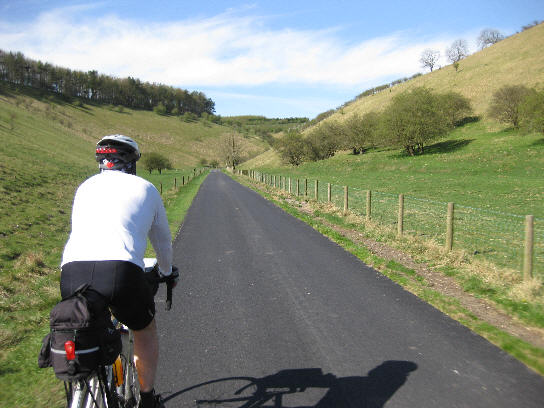 The gentle climb out of Thixendale: Water Dale