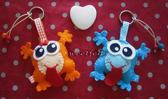 Love is in the air... (sweetfelt \ ideias em feltro) Tags: keychain handmade felt monsters portachaves handcraft monstros feutrine chaveiros monstres portecls monstrinhos ffeltro