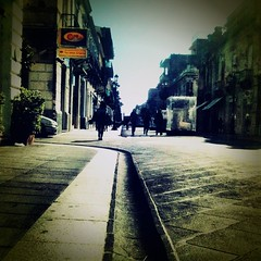 Passeggiata sul corso (_Blippo_) Tags: cameraphone vintage square xprocess artistic crossprocess streetphotography reggiocalabria squareformat 3gs snappy mobilephoto iphone cellphonephoto tiltshift project365 fakevintage oldeffect mobilephotography dynamiclight iphoneart iphonelomo iphonelomography iphoneography instagram comboapps