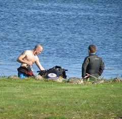 Manlove (Bricheno) Tags: man tattoo scotland candid escocia rubber topless jetski arran szkocja drysuit wetsuit schottland lamlash scozia écosse 蘇格蘭 escòcia σκωτία स्कॉटलैंड bricheno scoția