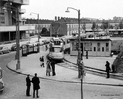 Amsterdam: Nieuwe lijn 1 naar Osdorp (1971) (Amsterdam RAIL) Tags: amsterdam analog 1971 trolley tram streetcar tramway strassenbahn tramvaj electrico tranvia gvb 698 osdorp tramvia analoog 6g lijn1 gvba amsterdamrail dijkgraafplein 1g7g gvb698 lijnenvoormorgen doortrekking