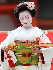 Maiko Performance (Teruhide Tomori) Tags: travel girl beautiful japan dance kyoto traditional maiko   kimono  miyagawacho      colorphotoaward  chikayuki