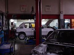 Foto del interior de uno de los talleres de reparación de vehículos del PCPI.