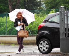 What's The Matter Man? () Tags: street italy woman ford girl car rain umbrella bag donna nikon italia walk sigma step pioggia borsa macchina ka ombrello ragazza passi 70300 d40 telephotozoom