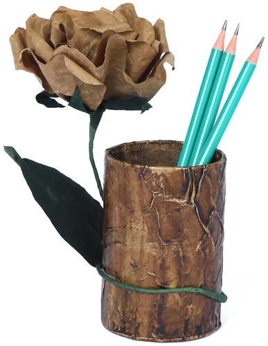 Porta Lápis com Flor de Caixa com Ramalhete de Saco de Cimento Reciclado by PARANOARTE