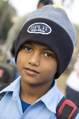 It can be cold in the mornings in Goa... (Pondspider) Tags: poverty charity boy india hat children workers child goa enfants schoolchildren linde migrant pauvret anneroberts salcette annecattrell terredespoir janinegaiddon pondspider charitfranaise