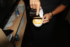 Finishing Touch (AcademiaBaristaPro) Tags: coffee cafe molino elsalvador barista coffeeshops grinder cafeaulait cafeterias nivelado dosing tamping baristi barismo cafedeelsalvador maquinadeespresso cafesenelsalvador campeonatodebarismo academiabaristapro academiadebarismo cafeaulaitelsalvador campeonatodebarismoenelsalvador automaticgrinder baristaenelsalvador escueladecafe escueladebarismo