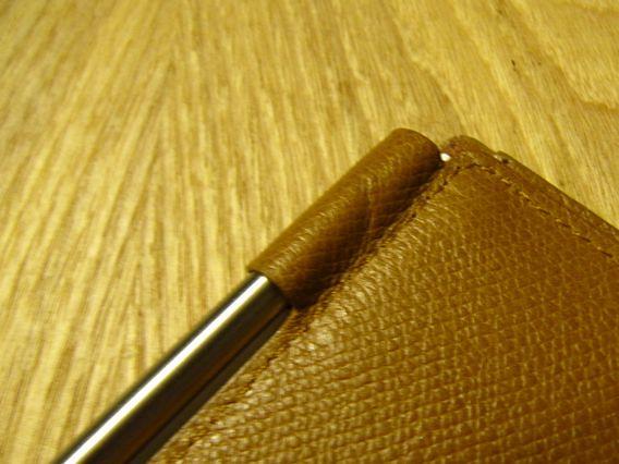 保存するメモ帳はノートの角やペンの先がお腹にささらない。