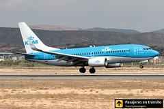 Boeing B737 KLM Goldcrest (Ana & Juan) Tags: airplane airplanes aircraft aviation airport aviones aviación boeing 737 b737 klm landing alicante alc leal spotting spotters spotter planes closeup