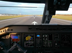 Setting thrust...here we go! (Frans Zwart) Tags: london thames scotland dock edinburgh royal cockpit center victoria landing 09 honeywell takeoff runway edi pilot flightdeck tyre 190 excel embraer lcy rwy egph e170 e190 eglc ejet