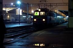 77/365: Pozna - Leszno 10:50 PM (Rrrodrigo) Tags: station train nightshot poland railway local passenger bipa pozna project365 et22 poznagwny project3652011 project36612011 et221068