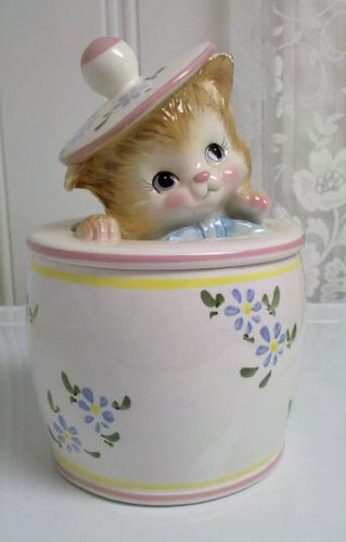 Kitten Peeking out of Cookie Jar - Japan