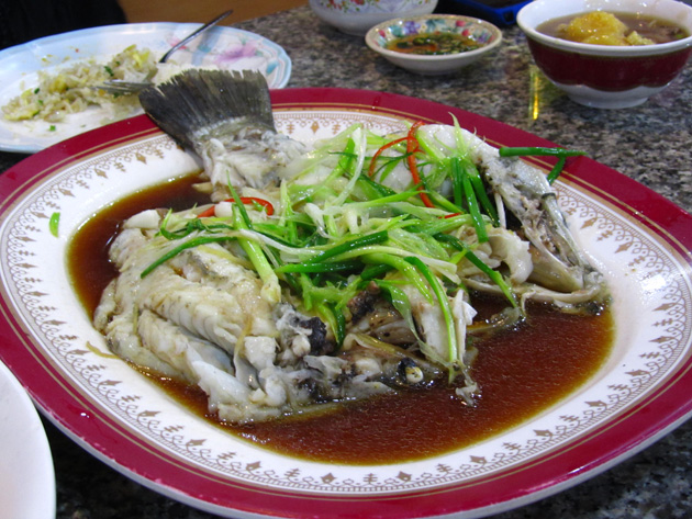 Pla kahpung neung see ew (steamed fish in soy sauce ปลากะพงนึ่งซีอิ๊ว)