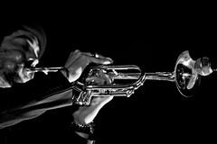 Raynald Colom (Llus Ridao) Tags: barcelona white black blanco canon negro bcn jazz iso contraste session 70200 jamboree trompeta trompetista raynaldcolom