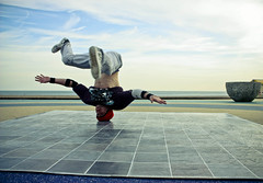 Mo (Xavier Roeseler) Tags: sea summer beach brighton front mo breakdancing bboy lino bboying headspin