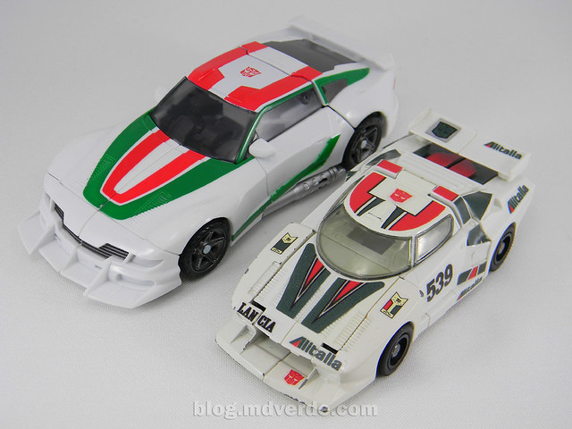 Transformers Wheeljack Generations Deluxe - modo alterno vs G1