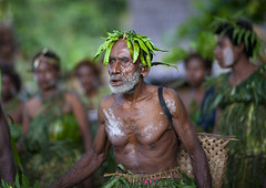 Langania village , New Ireland island, Papua New Guinea (Eric Lafforgue) Tags: beard culture oldman tribal papou tribes png tradition tribe papuanewguinea ethnic tribo papu ethnology tribu  papuaneuguinea papuanuovaguinea  ethnie papouasienouvelleguine papuaniugini papoeanieuwguinea papusianovaguin papuanyaguinea   papanuevaguinea    paapuauusguinea  papuanovaguin papuanovguinea   papuanowagwinea papuanugini papuanyguinea  png0392