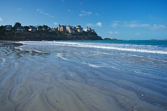 Perfect day (Enhanced Reality) Tags: blue houses winter france beach coast sand nikon brittany waves centre bretagne sunny february polarizer plage dinard 2011 d90