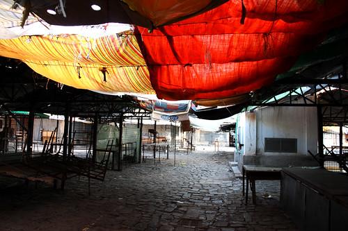 Toldos en el mercado de Korça