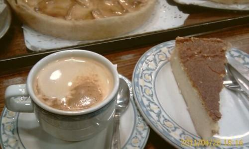Cafe y Pastel Arroz en Cafeteria Manolo Calle Jardines Bilbao by LaVisitaComunicacion