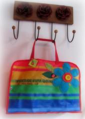 Sacola de compras colorida ... (Joana Joaninha) Tags: love amor flor felicidade felt feira boto feltro compras colorido sacola guimaresrosa joanajoaninha