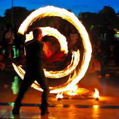 Juggling with fire at Trocadro - 1 (jmvnoos in Paris) Tags: light paris france circle square fire lights nikon lumire circles firespinning firedancing juggling juggler feu lumires cercle firetwirling chaillot jongleur trocadro fireperformance cercles d700 jmvnoos firemanipulation