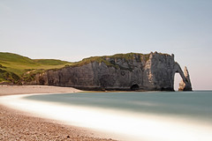 Etretat (Jean de la Tte) Tags: longexposure bw strand vakantie natuur zee zomer frankrijk etretat kleur grijsfilter 60sec nd110 canon60d lijnenencurven