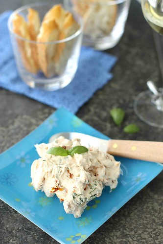 Sun-Dried-Tomato-&-Basil-Cream-Cheese-Spread-Recipe