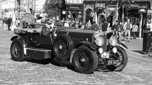 classic Bentley on the Royal Mile 06