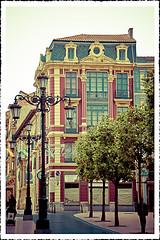 Calle de San Franciso. Oviedo (Asturias) (mjmoreno010) Tags: street spain edificio retro oviedo callesanfrancisco callejera fotogrfia photogrbaphy