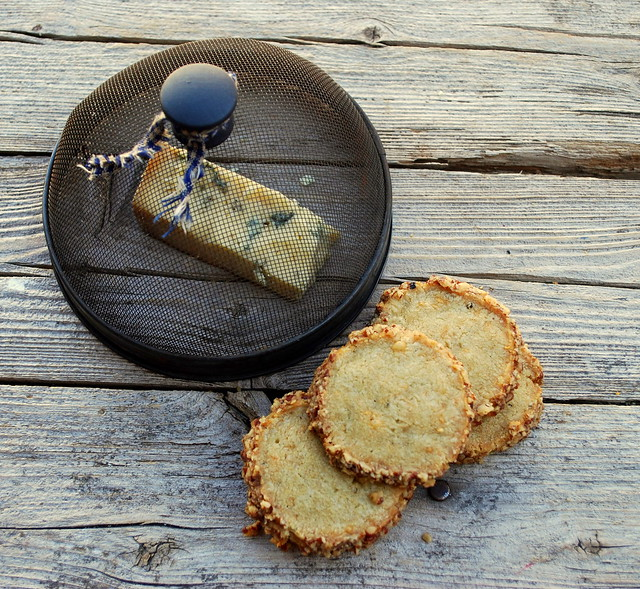 Blue Stilton and Pecan crackers