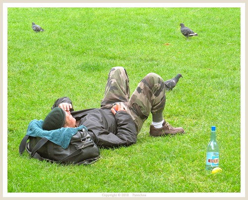 Paris : The sleeper in the garden Av Gabriel - Champs Elysées