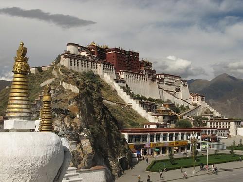 Tibet-Lhasa-Potala-Palace-on-Marpo-Ri-Hill-1-CKB